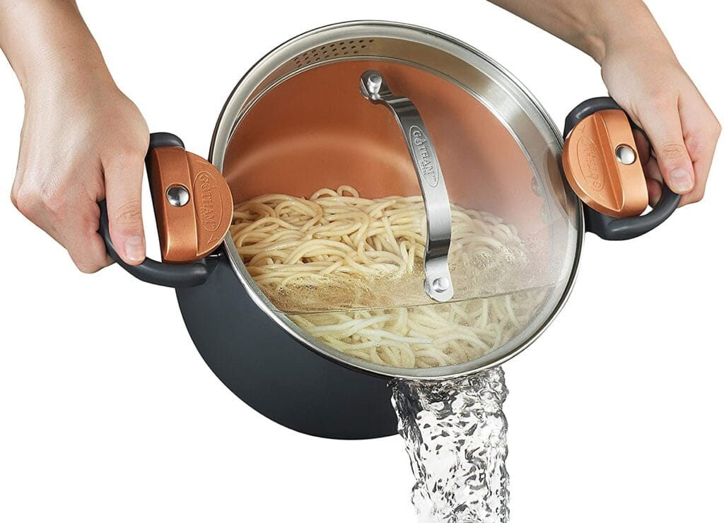 pasta pot with lock on lid and built in strainer